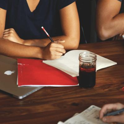 ユーザーインタビューの価値とは?良いインタビューを実施するために抑えるべきこと